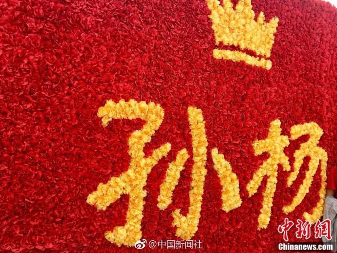 8月31日上午,天津全运会游泳项目开赛,印有孙杨照片的大幅海报在赛场
