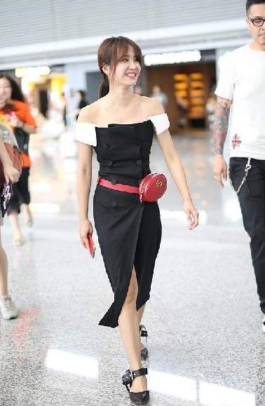 时尚|蔡依林机场优雅凹造型 与众粉丝亲密合影
