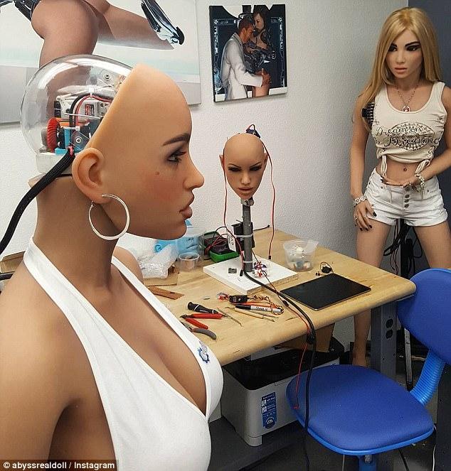 安全专家:黑客将来能命令性爱机器人杀死人类伴侣