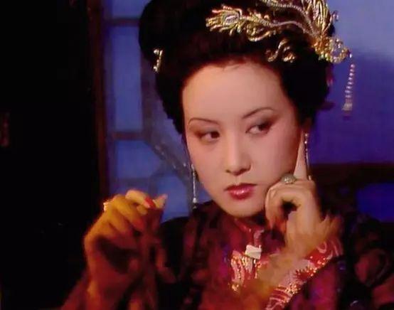 没人看好她演王熙凤?邓婕自曝在剧组压抑了3年
