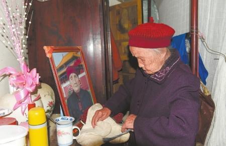 """成都""""最牛00后""""将满117岁 迎来罕见六世同堂(图)"""