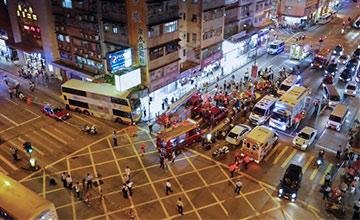香港一巴士撞向人群 已致3死22伤