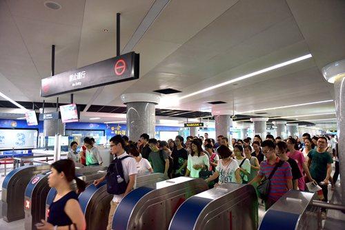 国庆中秋长假即将到来,根据青岛地铁3号线旅游季及以往节假日客流特点