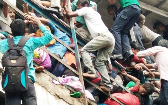 孟买因踩踏事件拒绝建高铁 印高官:不是给平民用的