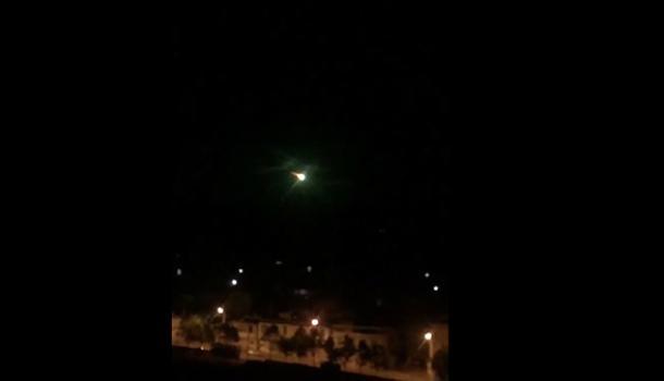 中秋夜云南疑现巨型 陨星 夜空亮如白昼图片