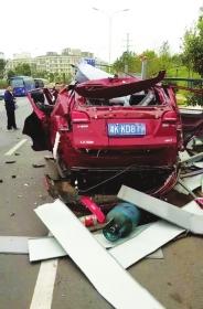 """湖南:男子刚按下遥控锁,车""""嘭""""的一声就炸了"""