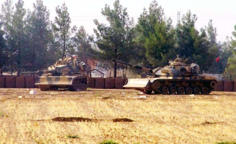 土耳其军队向叙利亚境内开炮 大批军车集结边境