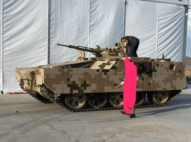 凤凰军机处第130期 想不到,中国为何用坦克改重型步战?