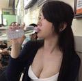 一张喝水照让她火了