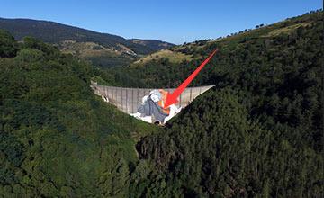 画家废弃大坝画47米壁画 放大100倍后发现惊人细节