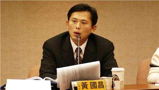"""民进党""""抢救""""黄国昌私服复古传奇_呼吁支持者投票反对罢免"""