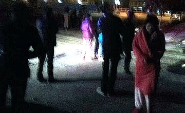 西藏6.9级地震,人们穿睡衣逃跑