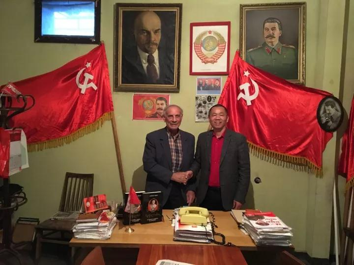 """一位至今仍与苏联相依为命的格鲁吉亚老苏共党员,20多年如一日独守""""空房"""""""