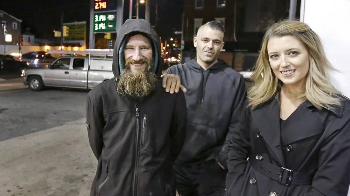 流浪汉用仅有的20块帮助路人 获得10万美元回报