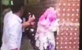 广东现野蛮婚闹:伴郎团持灭火器对准伴娘面部喷射