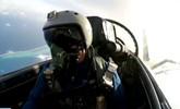 空军歼11B战机降落南海岛礁机场 演练昼夜空战