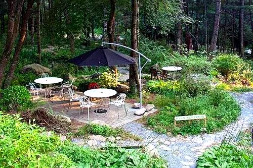 旅游频道  朱雀七家院 位于朱雀森林公园旁的七家院,与其他的农家乐有