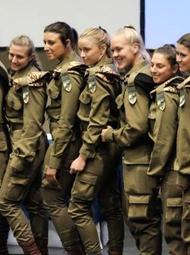 一支全女兵坦克队