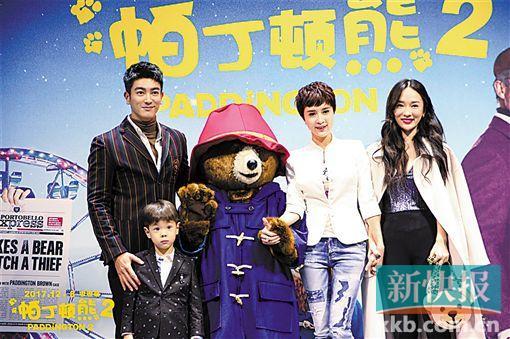 """《帕丁顿熊2》首映 霍思燕笑称一家人因""""熊""""团聚"""