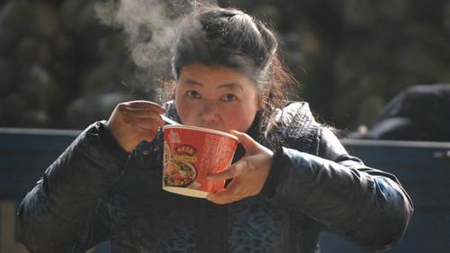 """英媒称中国方便面销量下跌""""不寻常"""":折射社会变化"""