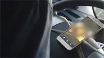 """""""的哥""""行车中看黄色录像 男乘客几近崩溃"""