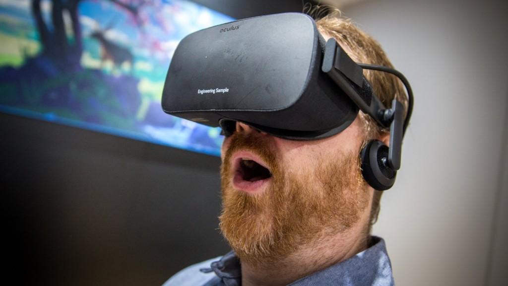 俄国男子玩VR游戏时撞伤头 边飙血边玩最终身亡