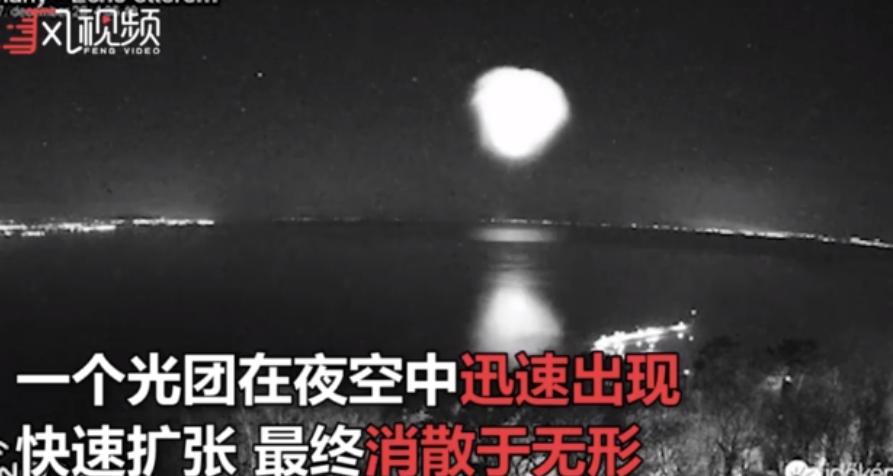 """洲际导弹划过欧洲上空 绽放巨大""""气泡云"""""""