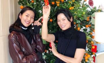 49岁邓文迪和她一起庆春节