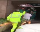 商丘民警路上執勤遇高燒幼童 緊急送醫院治療