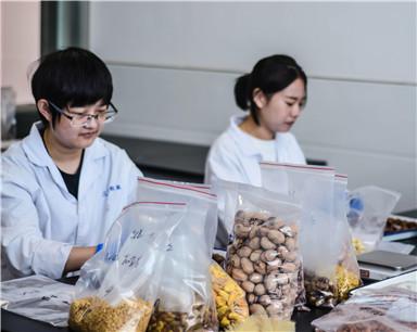 """芜湖专职""""吃货""""每天品尝零食 一不留神胖了十几斤"""