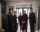 商丘市交警支队党委委员、警务保障大队长张明星慰问因公受伤民警