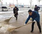心系群眾出行商丘睢陽區文化辦事處全體工作人員清掃積雪