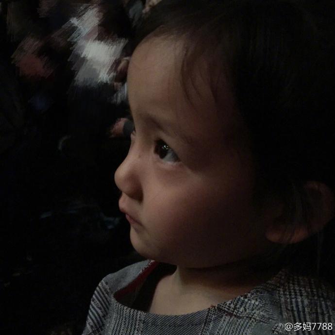 正版铁算盘太善良!孙莉带女儿看演出 结束多妹想拥抱所有演员