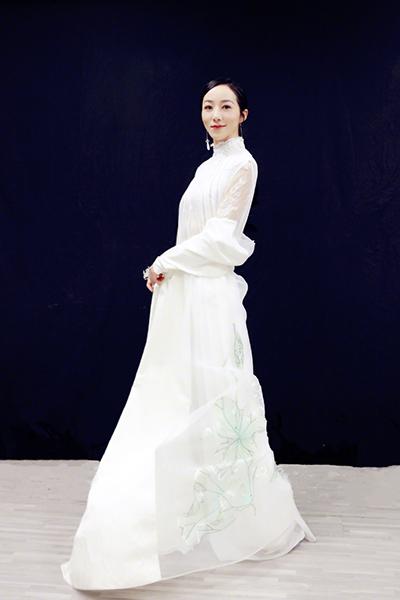 韩雪东方卫视跨年献唱 《不忘初心》弘扬中国梦