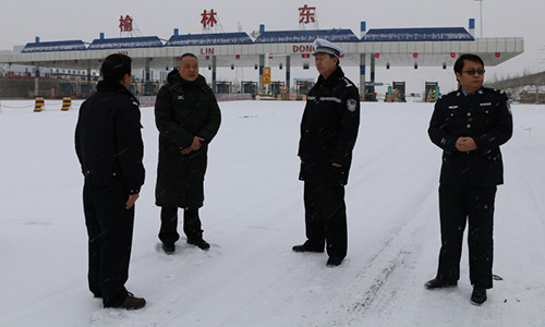 张明深入一线检查指导冰雪天气道路交通管理工作