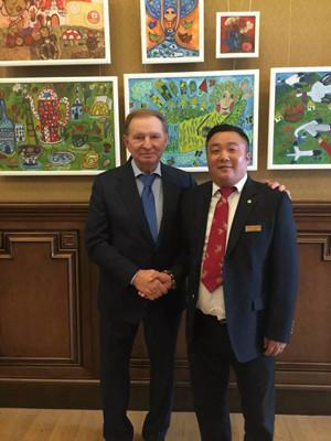 乌克兰前总统库奇马亲切接见中国艺术家代表团