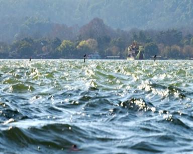 西湖浪涌(组图)