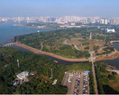 航拍生态修复后的万绿园 公园景观全新升级