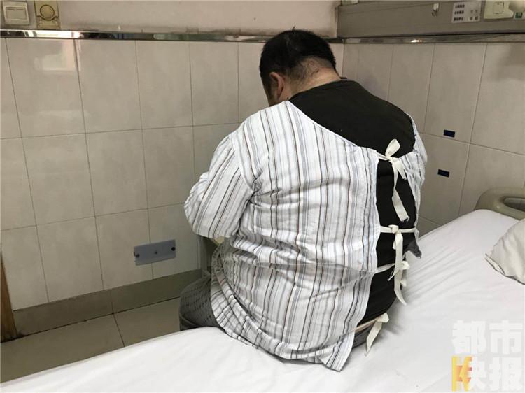 """一米七小伙体重超260斤 医生缩胃来""""减负"""""""