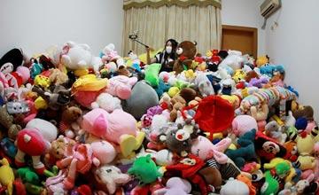 90后女孩一年花费4万多元 抓了近7千个娃娃