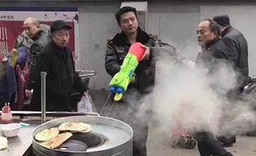 """城管执法""""新武器""""走红"""