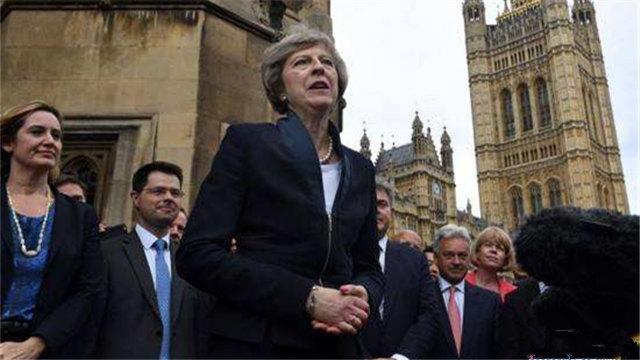 """脱欧之后没钱了?英首相""""拖家带口""""访华"""