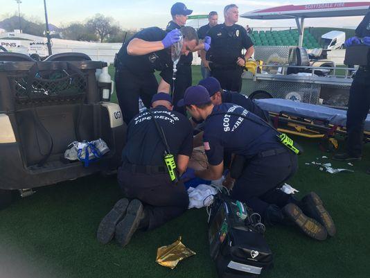 凤凰城现场发生伤人事件 男子被球车撞倒拖行30英尺