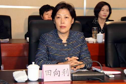 四川省委常委田向利(女)当选省总工会主席