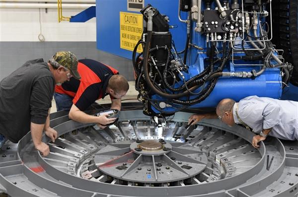 美国第一艘深空探索飞船猎户座组装成型 目标重返月球!