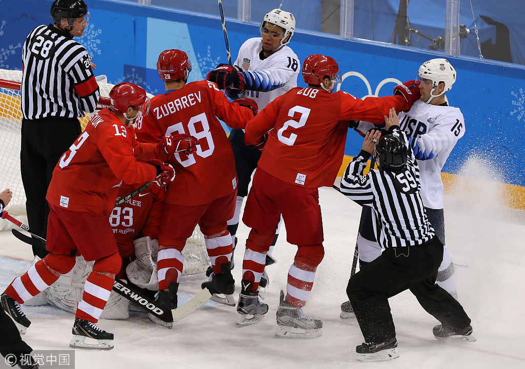 宿怨已久!冰球美国俄罗斯多次开打 赛场变身拳击台