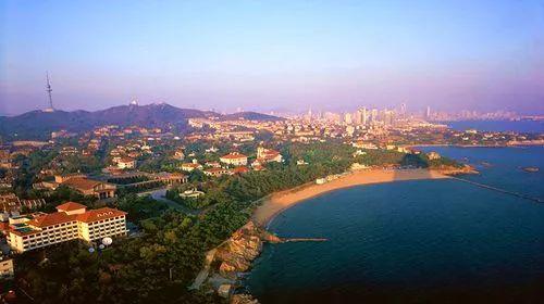 """而后""""红瓦绿树,碧海蓝天"""",这8个字就成了青岛这座城市的真实写照,如今"""