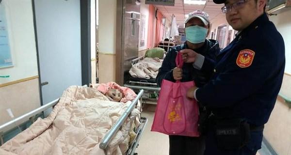 妻子在大陆坐不到飞机 台湾91岁老翁跌倒数日没吃没喝