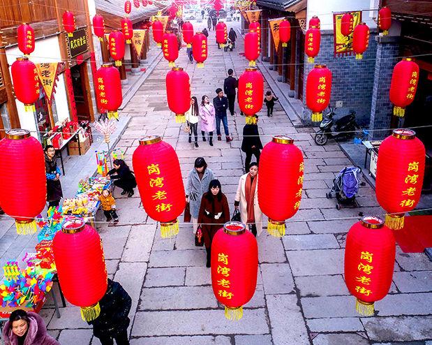 安徽庐江:大红灯笼高高挂 岗湾老街年味浓