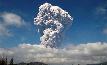 印尼火山喷发